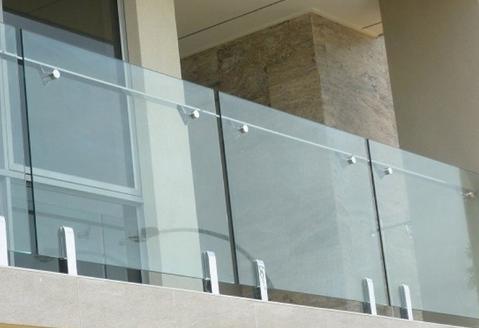 سبک های نرده شیشه ای با پایه