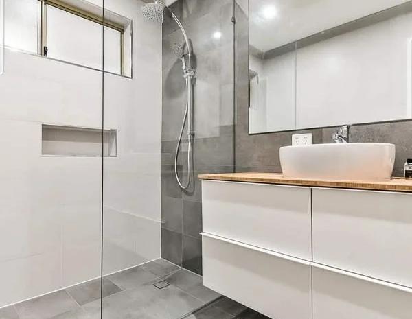 دیوایدر شیشه ای حمام